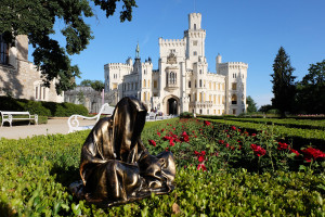 hluboka-castle--czech-republic-guardians-of-time-manfred-kili-kielnhofer-contemporary-fine-art-sculpture-statue-arts-design-modern-photography-6546