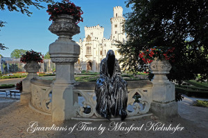 hluboka-castle--czech-republic-guardians-of-time-manfred-kili-kielnhofer-contemporary-fine-art-sculpture-statue-arts-design-modern-photography-artfund-artshow-pro-6708
