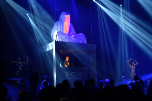 breitling-idclub-show-baselworld-watch-jewellery-party- brand-exclusive-guardians-of-time-manfred-kielnhofer-sculpture-statue-art-arts-lightart-2997